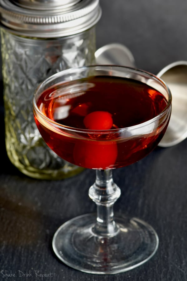 We love this Manhattan drink recipe! Such a classic cocktail!