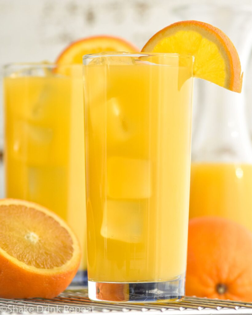 Glass filled with Screwdriver cocktail, garnished with an orange