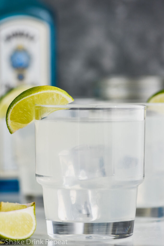 glass of gin gimlet with ice and lime