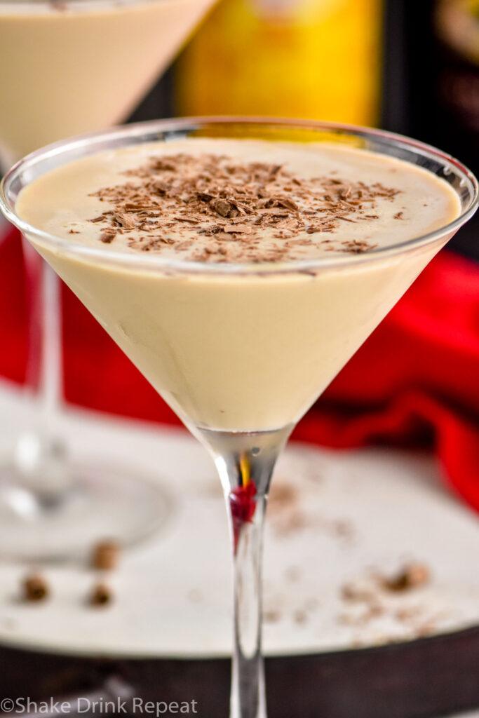 martini glass of Mudslide recipe with chocolate shavings